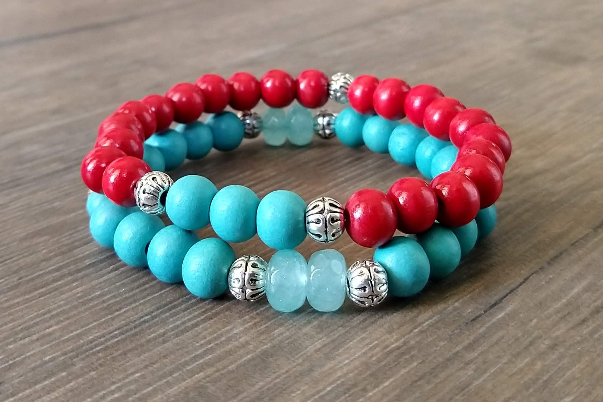 Braclet red green woodbeads